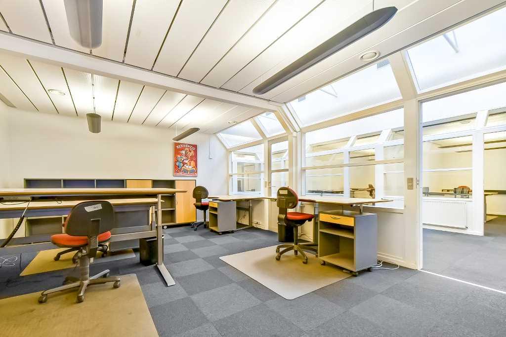 I dette erhvervslejemål i Erhvervscenter Randers Nord er der også plads til at lukke døren og koncentrere sig.